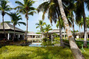 градината пред ресторанта на Catalonia Bavaro Beach Resort, Пунта Кана, Доминикана