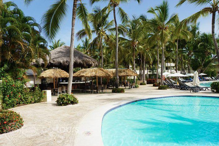 Басейн и бар на Catalonia Bavaro Beach Resort, Пунта Кана, Доминикана