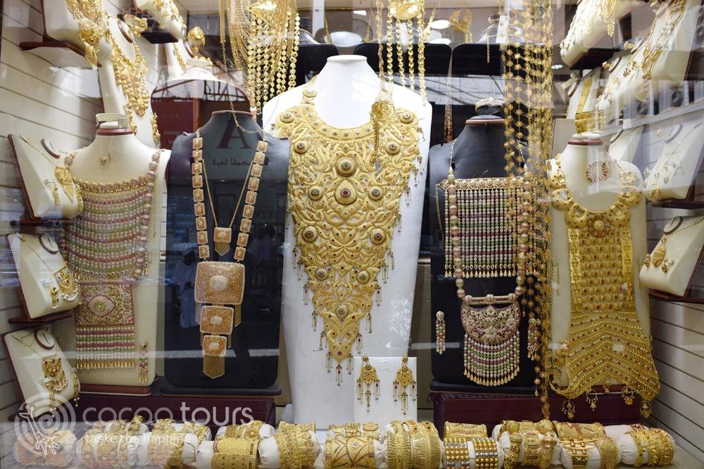 Бижута от златния сук (Gold Souk Dubai) в Дубай, ОАЕ (Dubai, UAE)