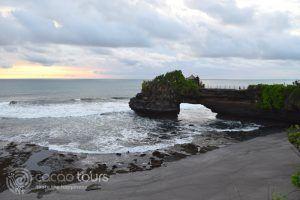 Храмът Танах Лот, остров Бали, Индонезия