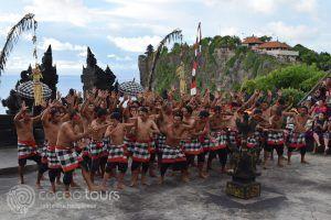 Храмът Улувату, танцът кечак, Бали, Индонезия