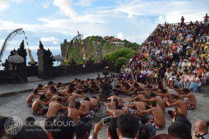 Танцът кечак, Улувату, Бали, Индонезия