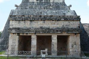 El Templo del Gran Jaguar, Chichen Itza, Mexico