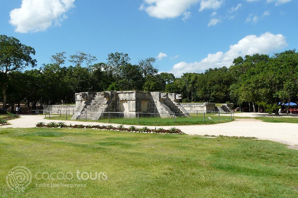 Platforma de las aguilas y los jaguares, Chichen Itza, Mexico