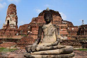 Буда в Ват Махатат, Аютая, Тайланд