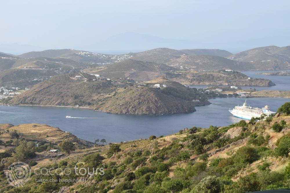 """Гледка от Патмос към кораба от великденския круиз """"Егейски легенди"""" (Patmos, Greece)"""