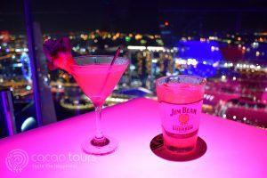 питие в скай бар 1 Altitude, Сингапур