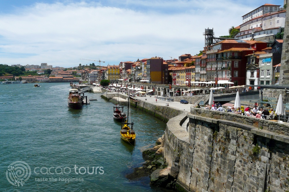 крайбрежната алея Рибейра в Порто, Португалия (Cais da Ribeira, Porto, Portugal)