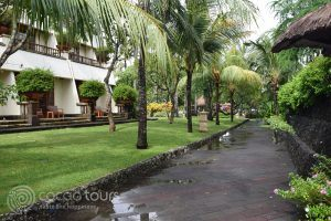територията на хотел Nusa Dua Beach Hotel, Бали, Индонезия