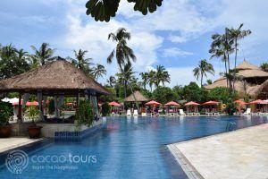 басейнът на Nusa Dua Beach Hotel, остров Бали, Индонезия
