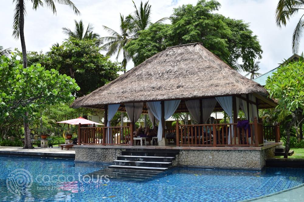 Басейн на хотелски комплекс Nusa Dua Beach Hotel & Spa, Бали, Индонезия (Bali, Indonesia)