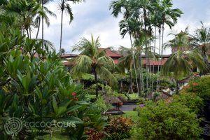градината на хотел Nusa Dua Beach, остров Бали, Индонезия