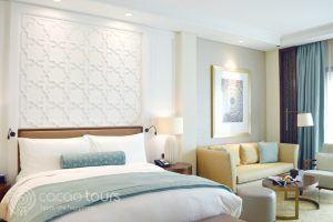 стая в хотел Ritz Carlton Dubai, Дубай, ОАЕ