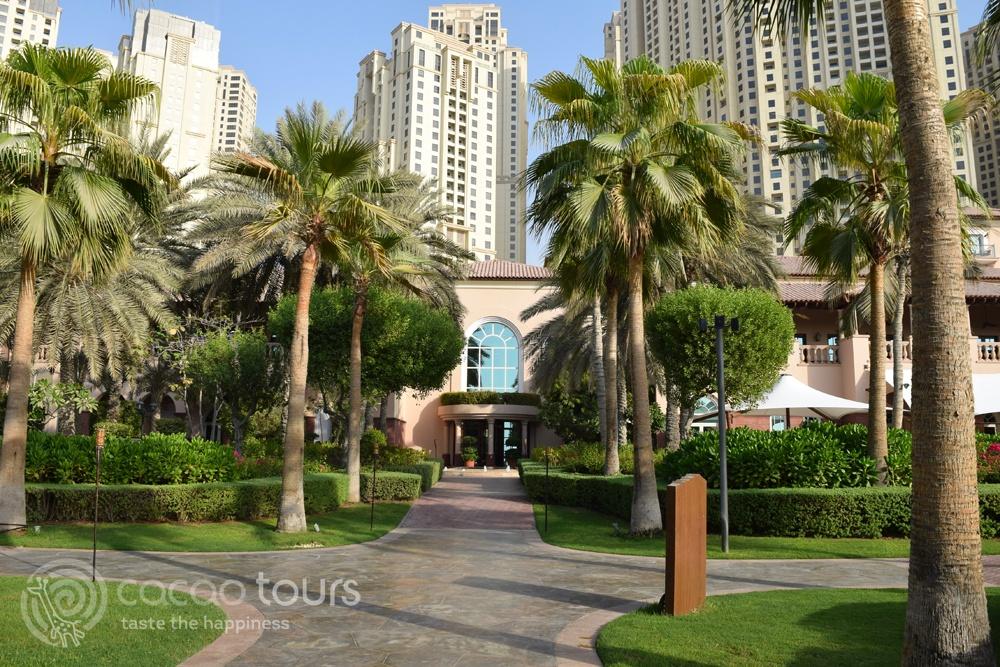 територия на хотел Ritz Carlton Dubai, Dubai, UAE