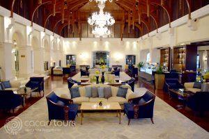 лоби бар в Ritz Carlton Dubai, Дубай, ОАЕ