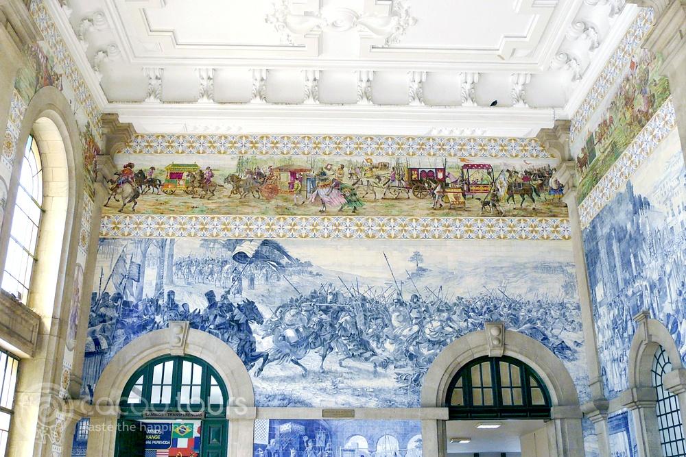 Интериорът на гарата Сао Бенто в Порто, Португалия (Sao Bento Station, Porto, Portugal)