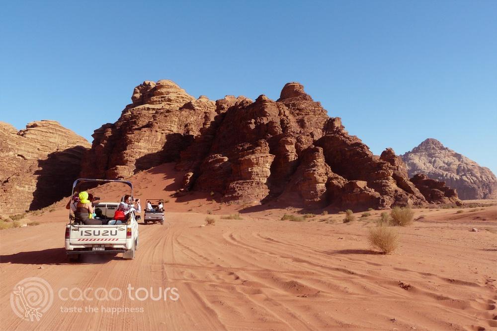 джип сафари в Червената пустиня Вади Рум в Йордания (Wadi Rum, Jordan)