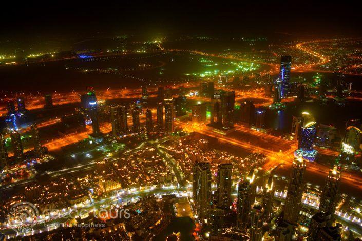 вечерна гледка към града от Бурж Халифа, Дубай, ОАЕ