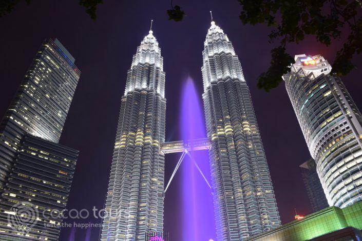 кулите Петронас вечер, Куала Лумпур, Малайзия
