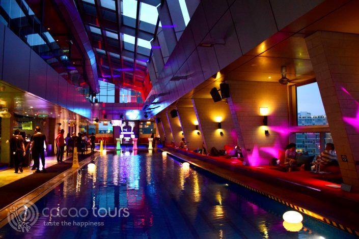 скай бар Traders Hotel, Куала Лумпур, Малайзия