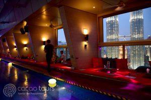скай бар в Traders Hotel, Куала Лумпур, Малайзия