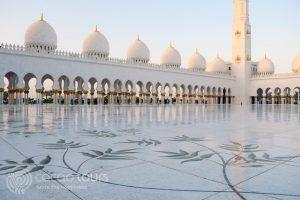 вътрешен двор на джамията Шейх Зайед, Абу Даби, ОАЕ