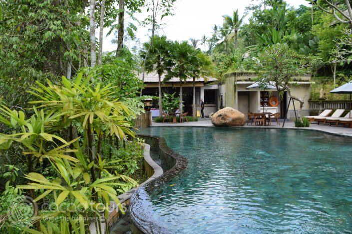 басейнът на хотел в местността Убуд, Бали, Индонезия