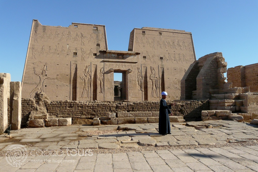 Храмът на Хорус и Едфу (Temple of Horus, Edfu), река по река Нил, Египет (Nile River Cruise, Egypt)