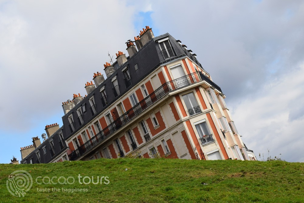 The Sinking Building, Montmartre, Paris, France