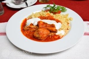 Традиционна европейска кухня в Унгария - пиле паприка