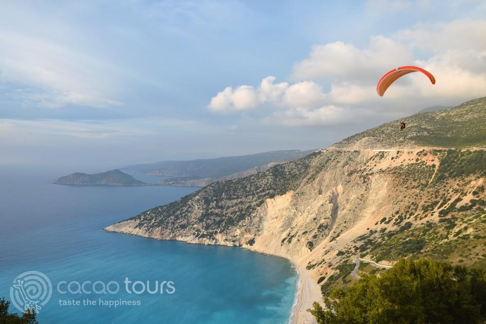Paragliding, Плажът Миртос (Myrtos Beach) на остров Кефалония, Гърция (Kefalonia, Greece)