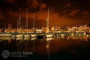 Аликанте, Испания през нощта