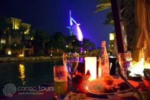 Мадинат Джумейра през нощта, Дубай, ОАЕ