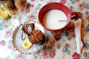 топло мляко с белгийски шоколад