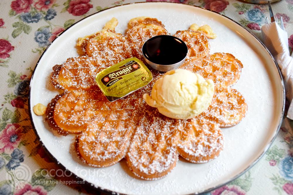 Белгийска вафла с ванилов сладолед
