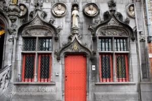 """Базиликата """"Светата Кръв"""" в Брюж"""