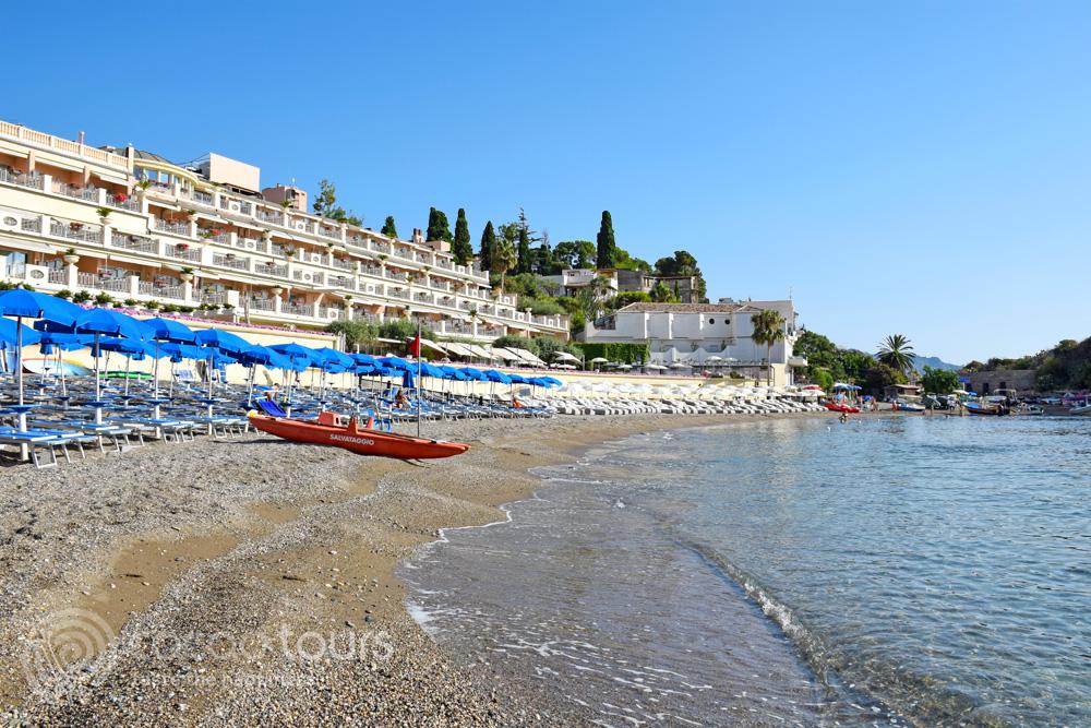 Плажът Мазаро, почивка в Таормина, Сицилия, Италия