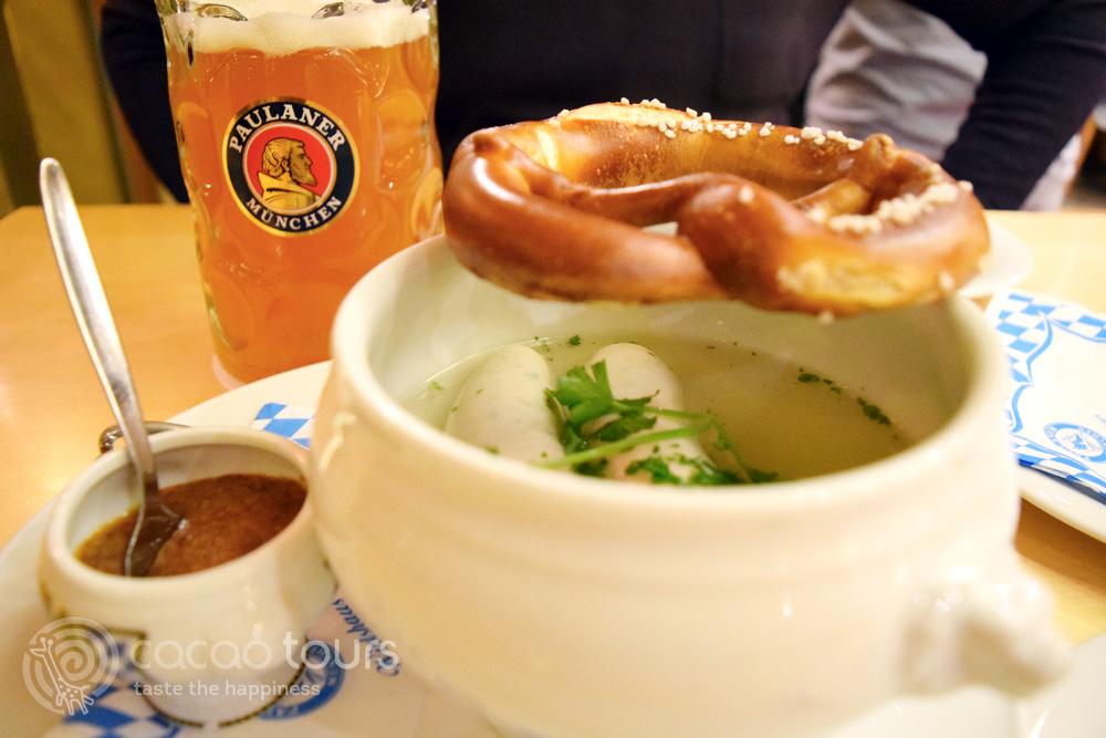 Немско пиво Paulaner с бели наденички в Мюнхен, Германия (Munich, Germany) - една от най-добрите бирени дестинации