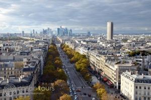 Поглед към Дефанс от Триумфалната арка в Париж, Франция
