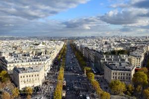 """Поглед към """"Шанз-Елизе"""" (Champs-Еlysеes) от Триумфалната арка (Triumphal arch)"""