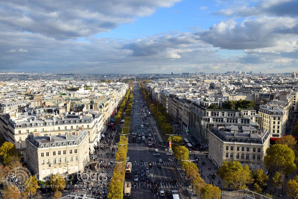 """Екскурзия в Париж, поглед към """"Шанз-Елизе"""" (Champs-Еlysеes) от Триумфалната арка (Triumphal arch)"""