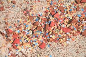счепени парченца от стомните за празнчния Великден на остров Корфу