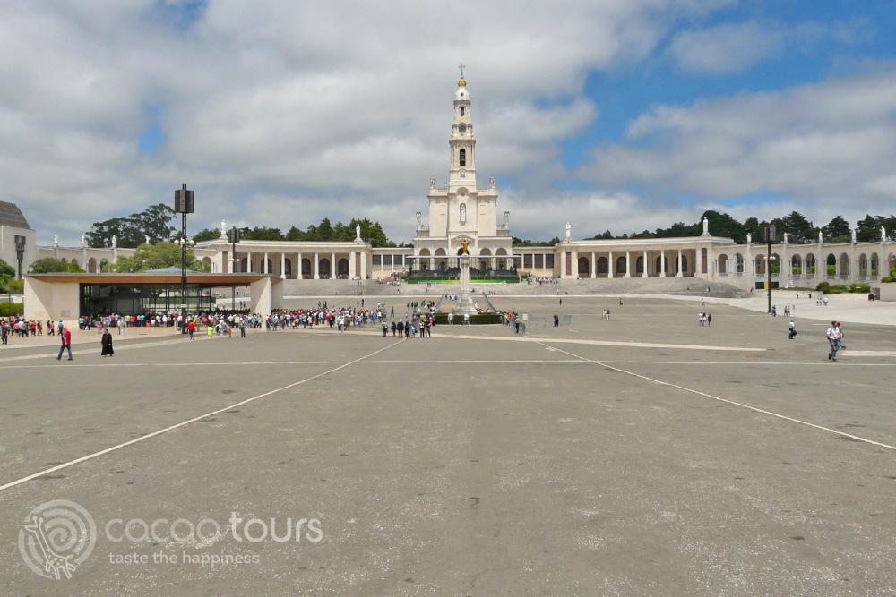 """базилика """"Дева Мария Фатимска"""" (Cathedral of Our Lady of Fatima) - екскурзия в Португалия"""